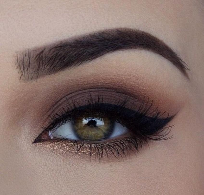 20 idées de make-up à assortir avec des yeux bruns