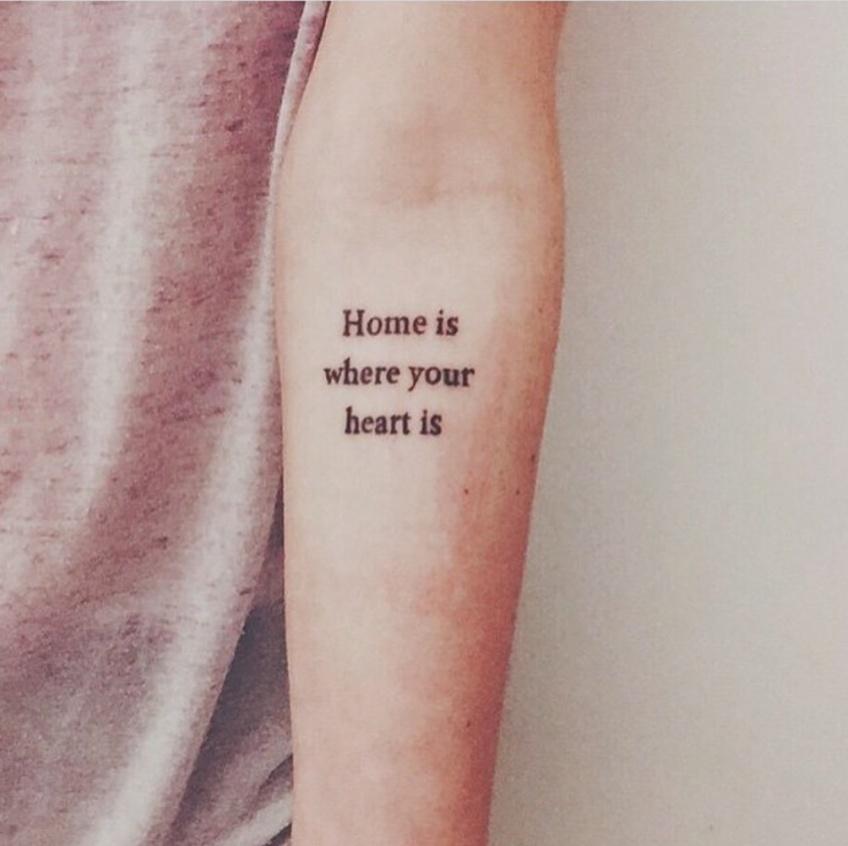 La citation est le tatouage phare de la saison !