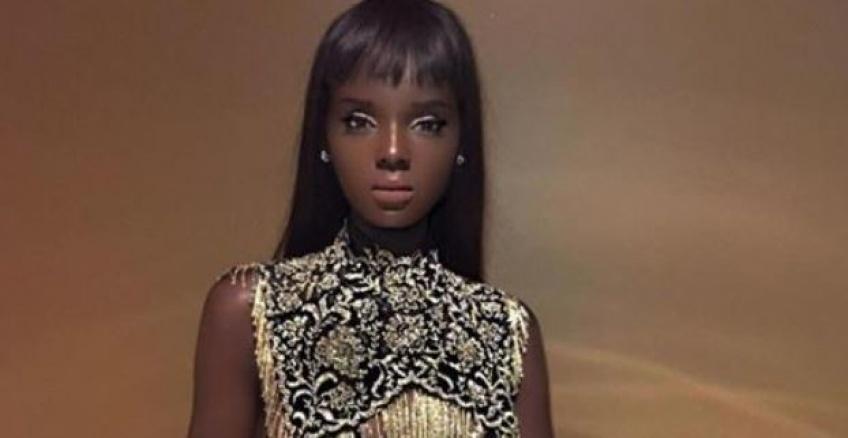 Internet s'affole devant ce mannequin aux allures de Barbie