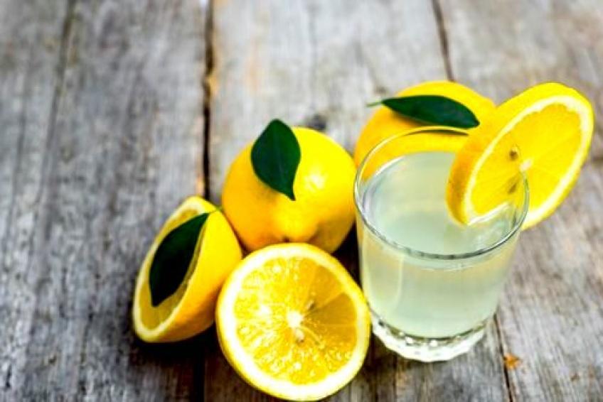 Les raisons surprenantes de boire de l'eau citronnée le matin