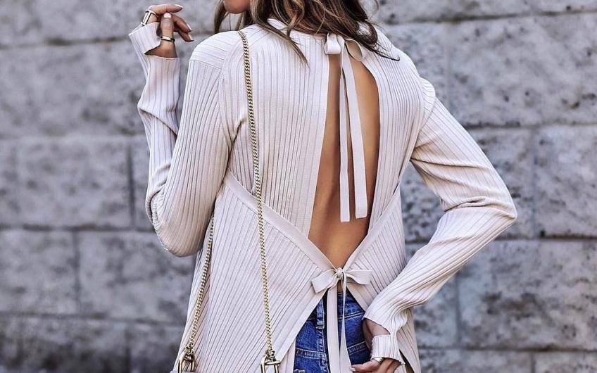 Les plus beaux pulls décolletés dans le dos à ne surtout pas mettre de côté !