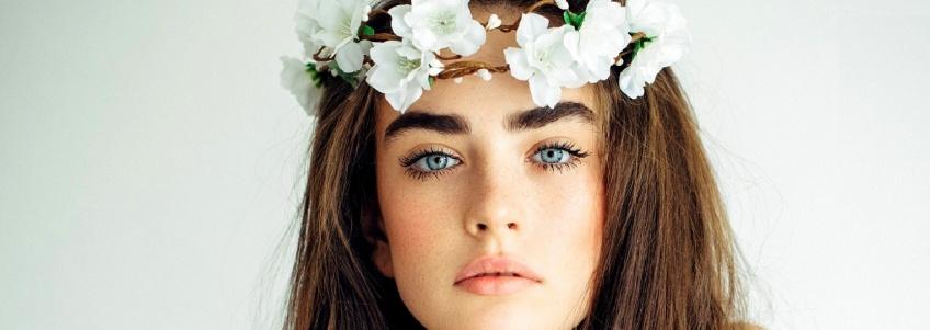 La couronne de fleurs, coiffure star des festivals !