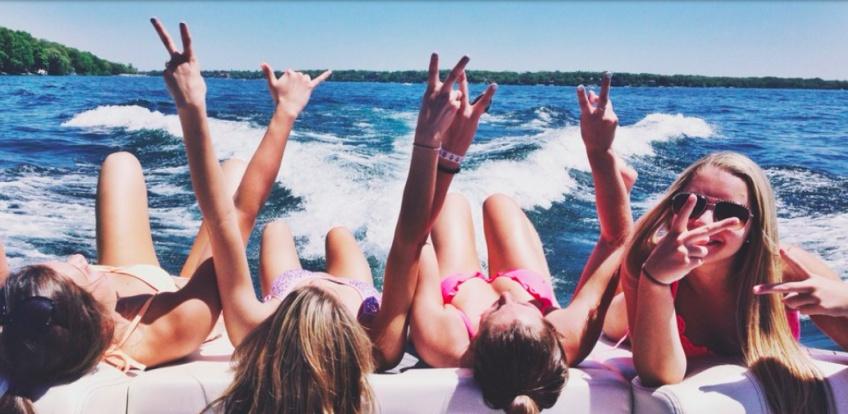 15 situations que les filles connaissent trop bien en été !