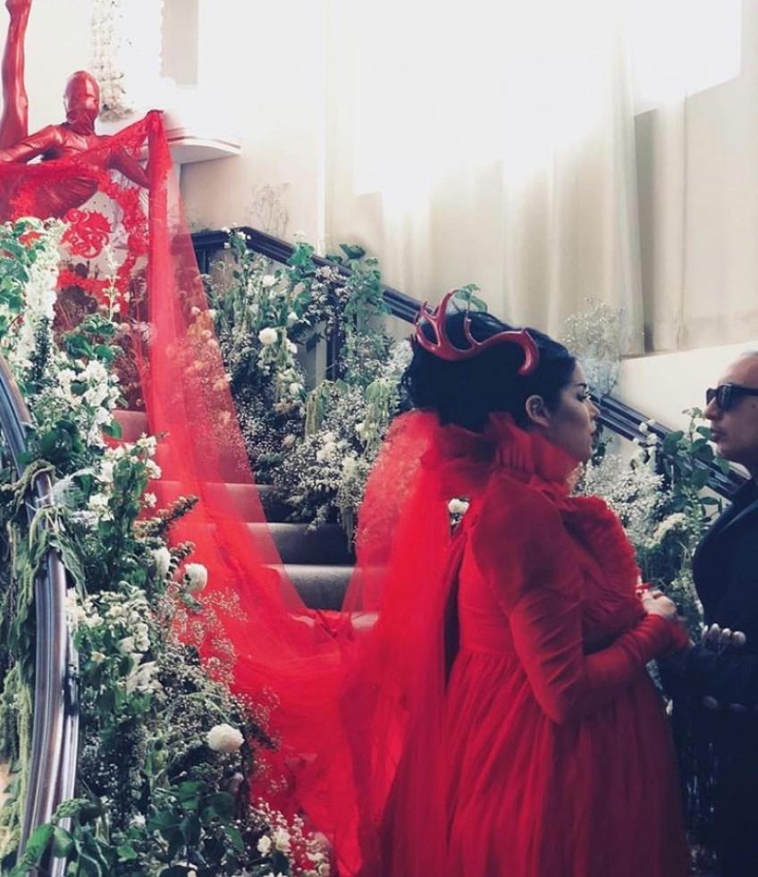 Kat Von D a porté une robe de mariée rouge lors de son mariage