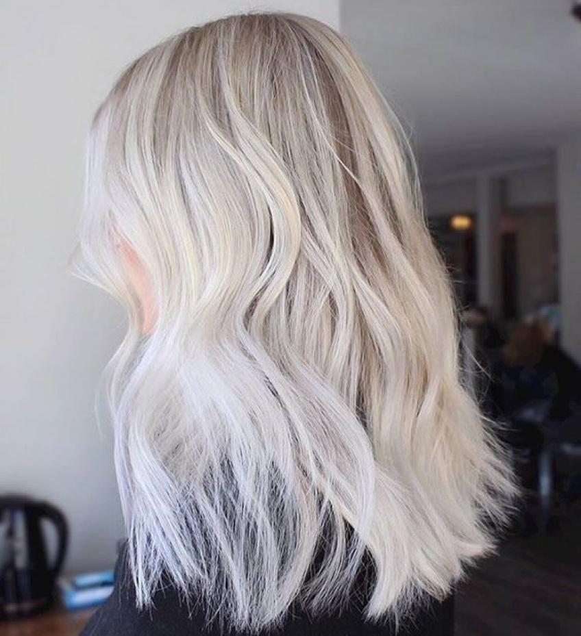 Le blond platine, la coloration star de l'été