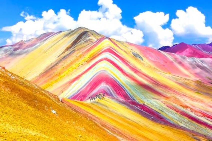 Direction Vinicunca, la montagne Arc-en-ciel, un véritable chef-d'oeuvre de mère Nature !