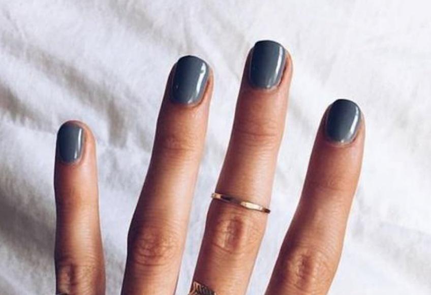 Comment préparer ses ongles avant le vernis pour que celui-ci tienne plus longtemps ?