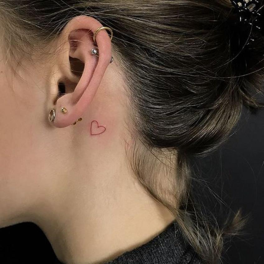 Le tatouage se colore en rose, pour devenir romantique et girly
