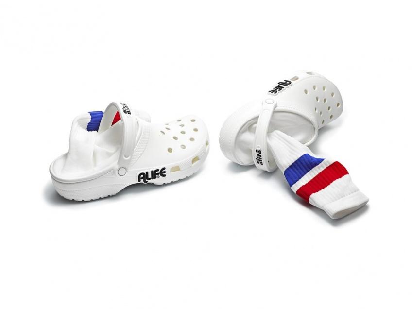 Tendance WTF : Il existe des Crocs avec chaussettes intégrées !