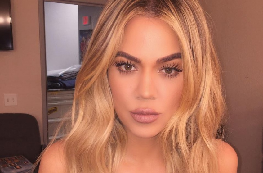 Khloé Kardashian ose le make-up nude !