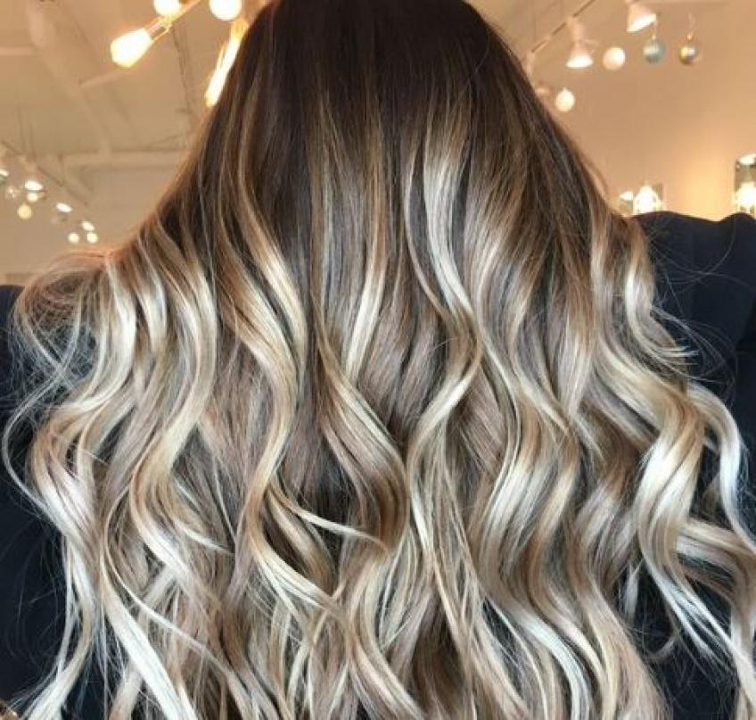 On égaye nos cheveux avec 20 inspirations de blond champagne