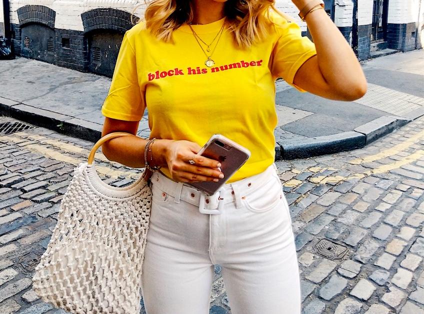 Dites-le avec le haut : les plus beaux t-shirts à inscription à adopter cet été  !