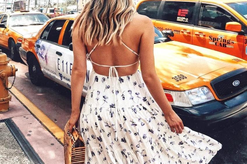 Les robes dos nus sublimes pour un été sensuel