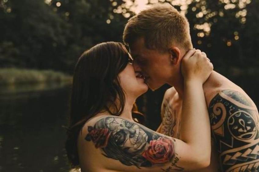 Le shooting qui a subjugué les réseaux sociaux alors que la femme était nerveuse à l'idée de le réaliser avec son fiancé !