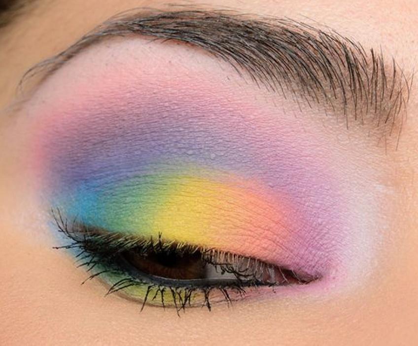 La tendance du maquillage pastel pour les yeux repérée sur Pinterest