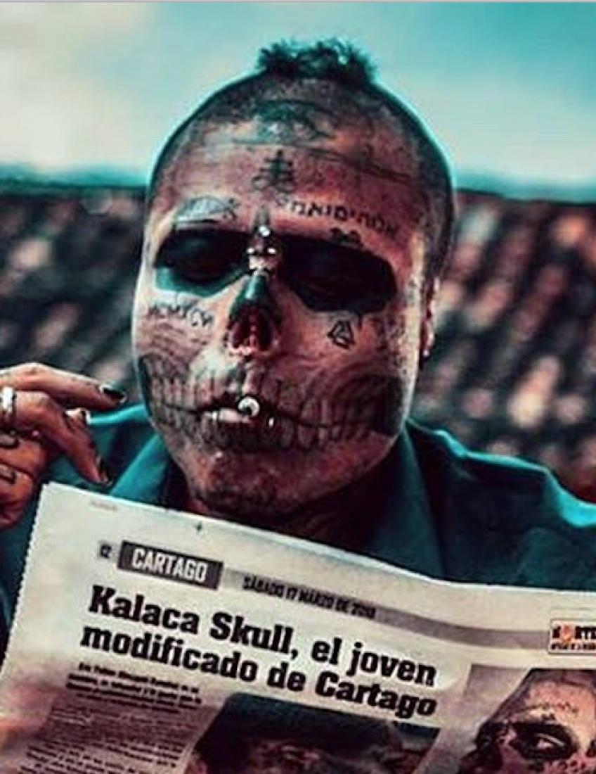 Alerte : Cet homme a subi des interventions chirurgicales pour ressembler à un crâne vivant !