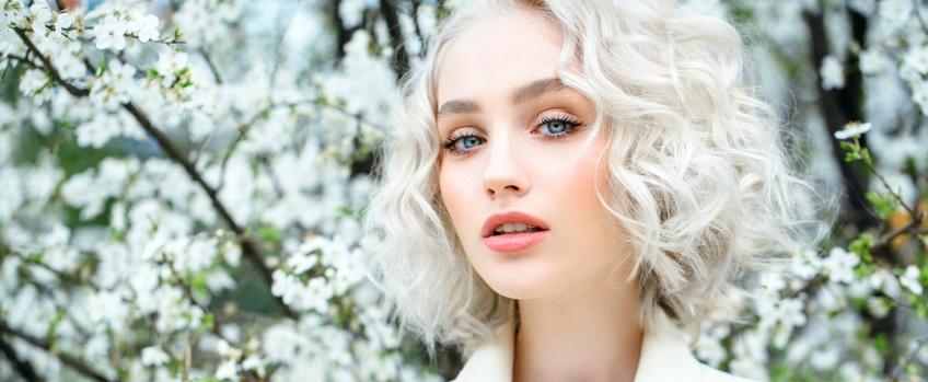 Le blond polaire, la coloration star de la saison !