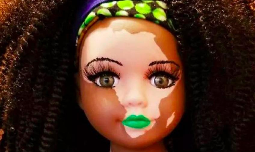 Cette artiste crée des poupées très réalistes pour aider les femmes à assumer leur différence