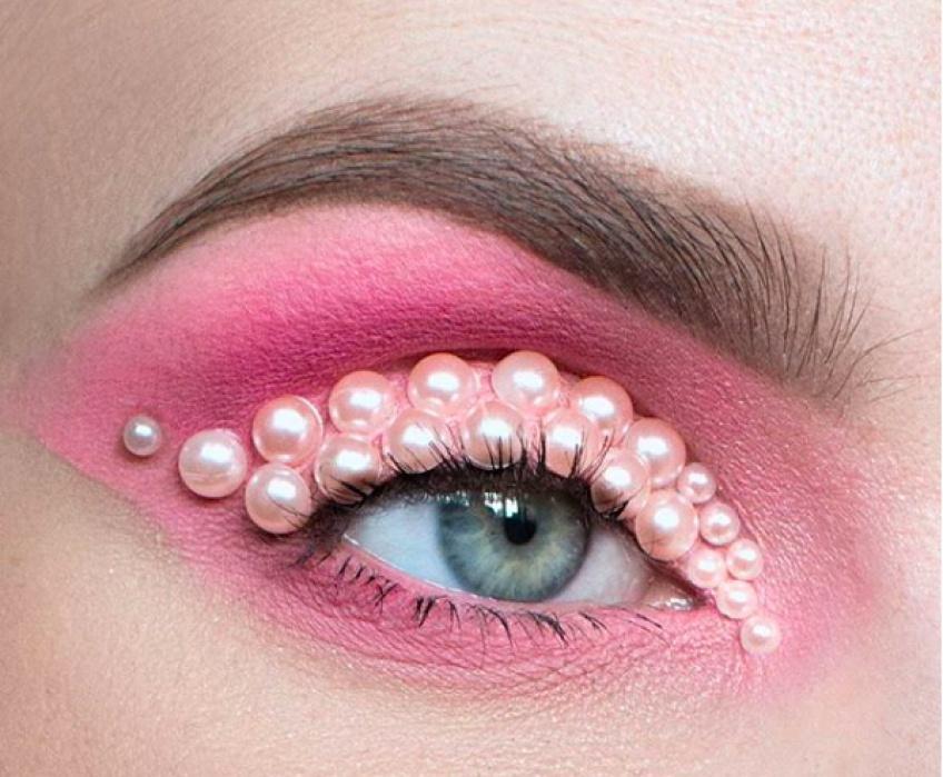 Tendance WTF : Customiser son make-up avec des perles !