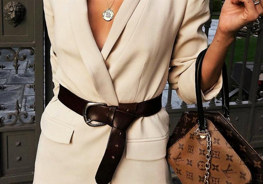 Cet automne, craquez pour un blazer ceinturé pour un vrai look de working girl !