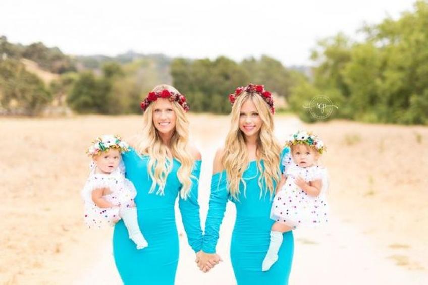 Ces deux soeurs ne sont pas jumelles mais pourtant leurs bébés le sont presque !