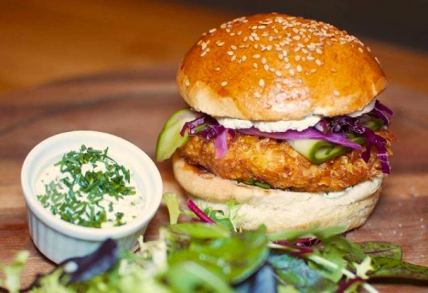 Père et fish, le restaurant burger qui célèbre la culture fish