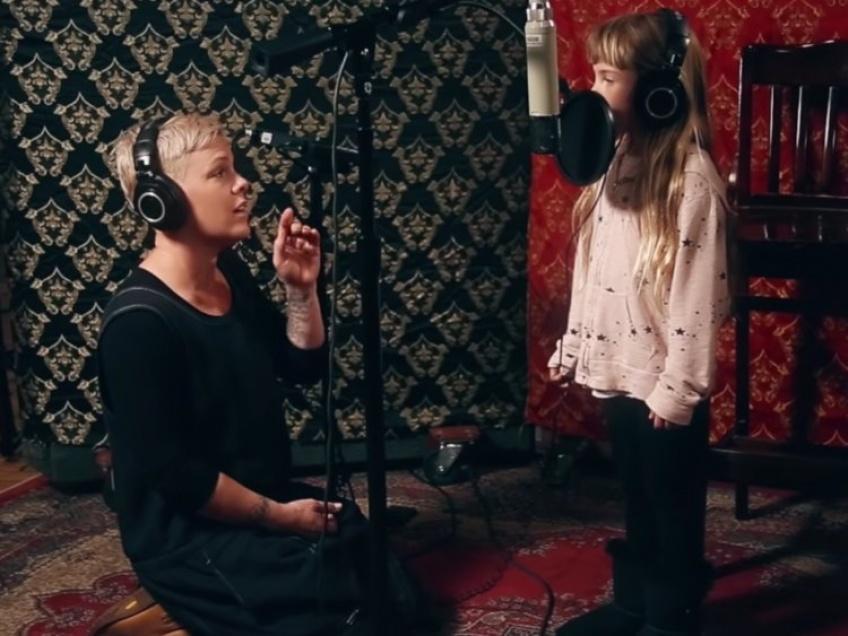 Pink et sa fille ont chanté une chanson de 'The Greatest Showman' ensemble et la vidéo est adorable