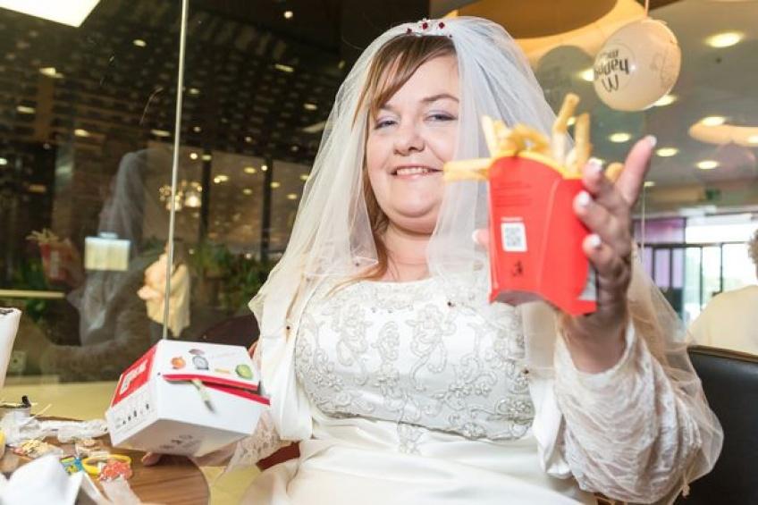 Se marier au Mcdonald's, Burger King, ou KFC c'est désormais possible !