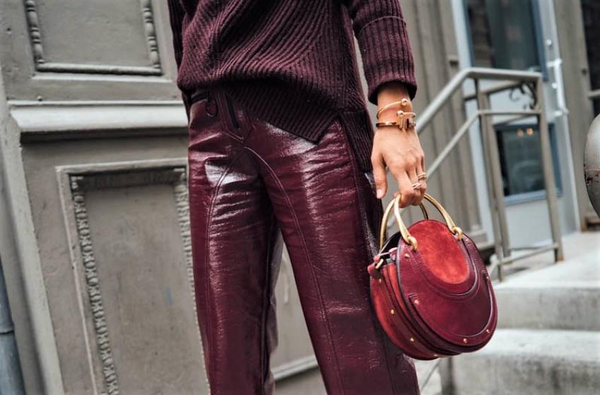 Tendance : osez et adoptez le pantalon vinyle