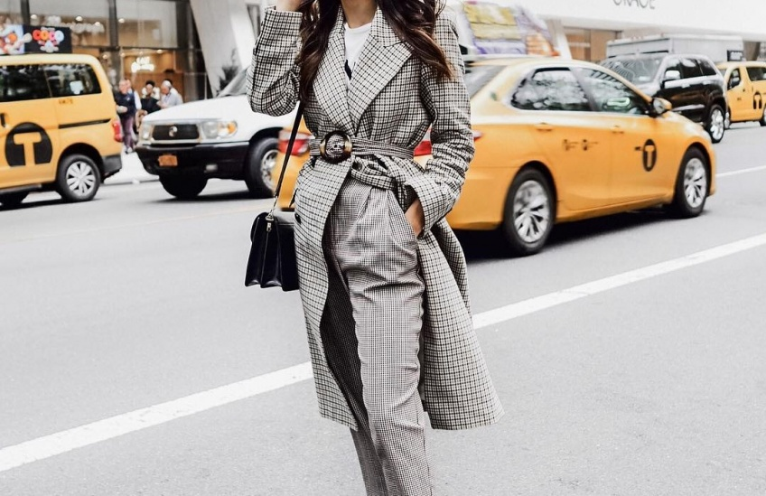 Les looks canon repérés sur Instagram pour être chic et sexy en total look gris