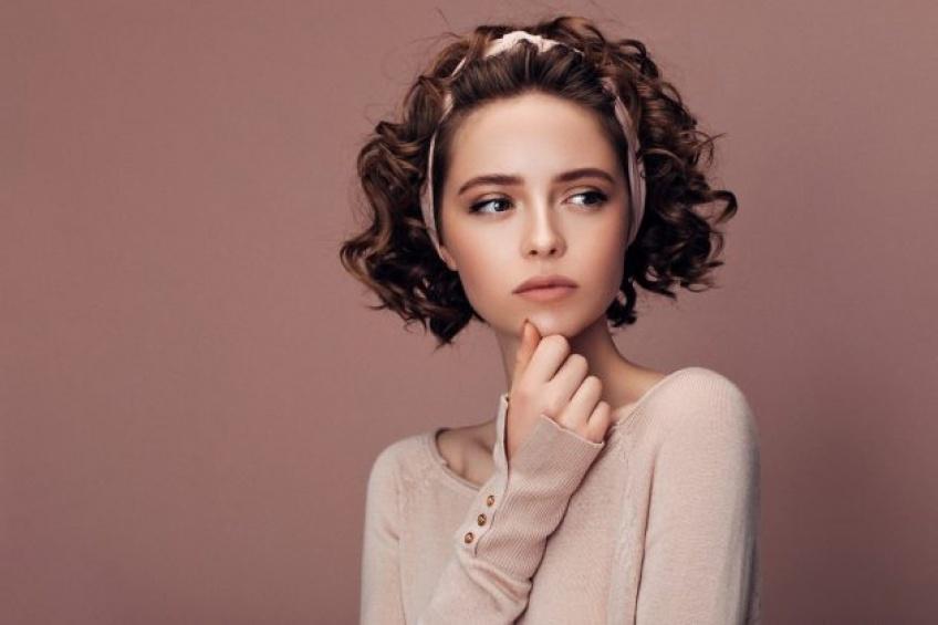 Coiffure : comment se coiffer quand on a les cheveux courts ?