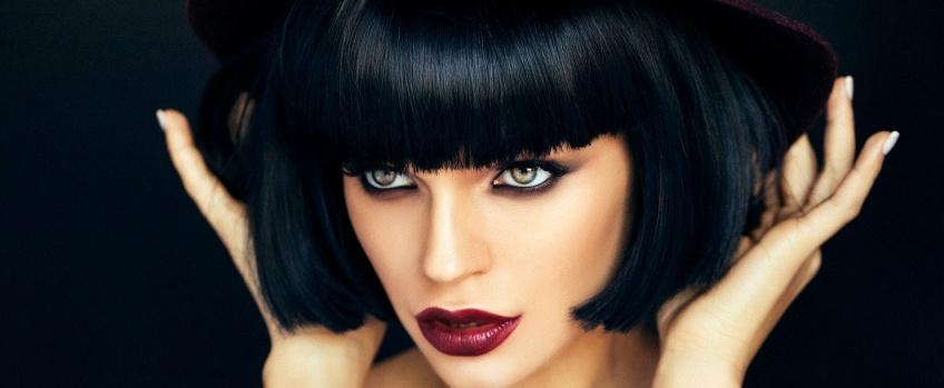 10 choses à savoir avant de se teindre les cheveux en noir
