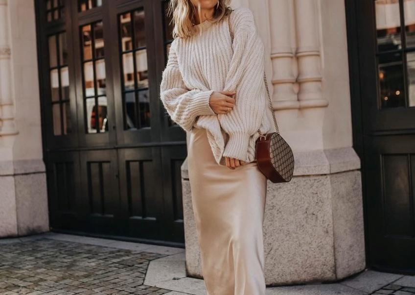 Les sublimes robes nuisettes à associer à un pull pour un hiver ultra-féminin !