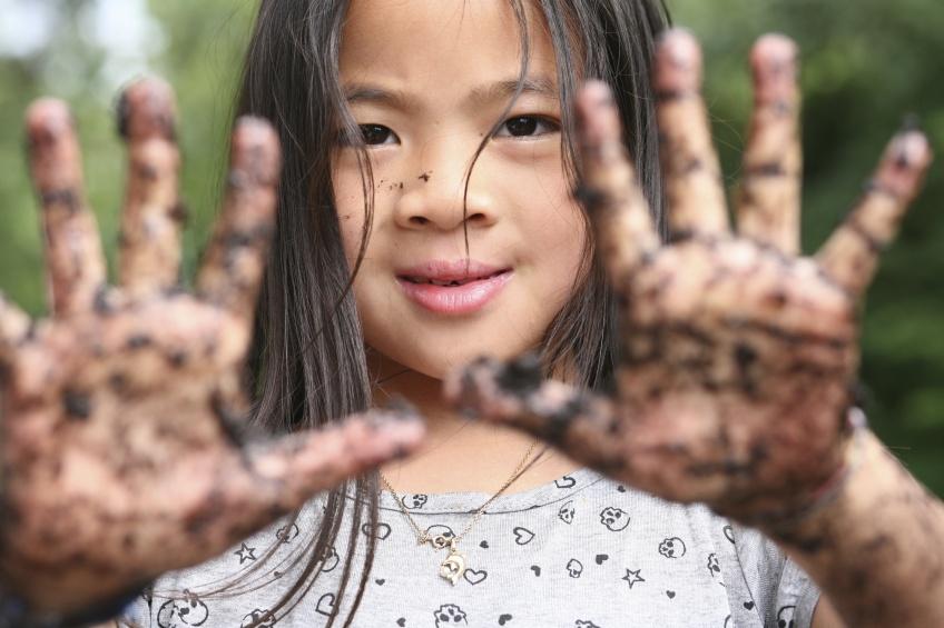 Selon les experts, plus un enfant sera propre, moins il sera protégé !