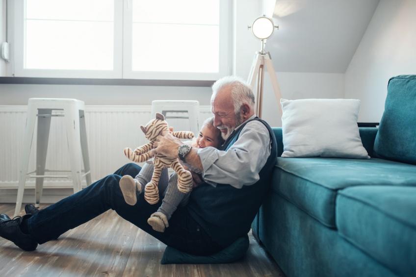 Les grands-parents qui gardent leurs petits-enfants prolongeraient leur espérance de vie