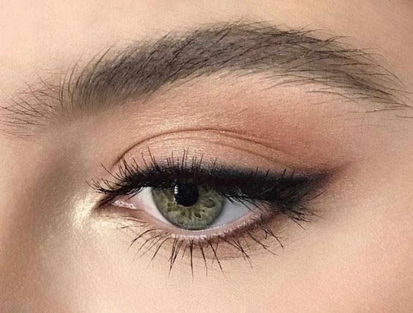 Tighline : la technique make-up pour un regard de biche !