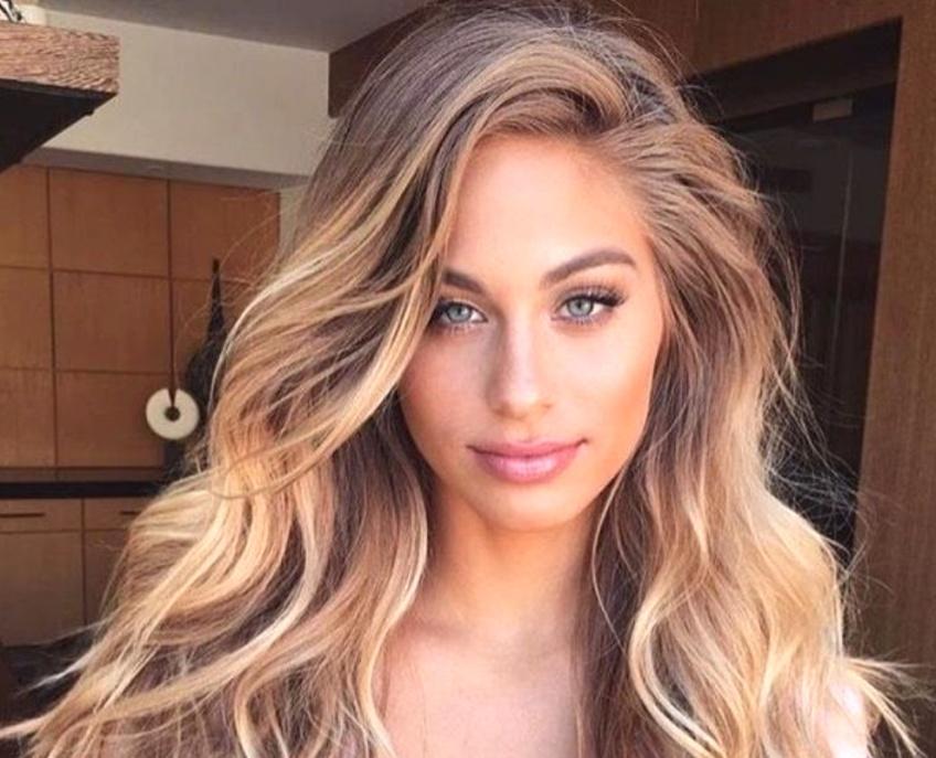 Cette tendance coloration rend vos cheveux bronzés !