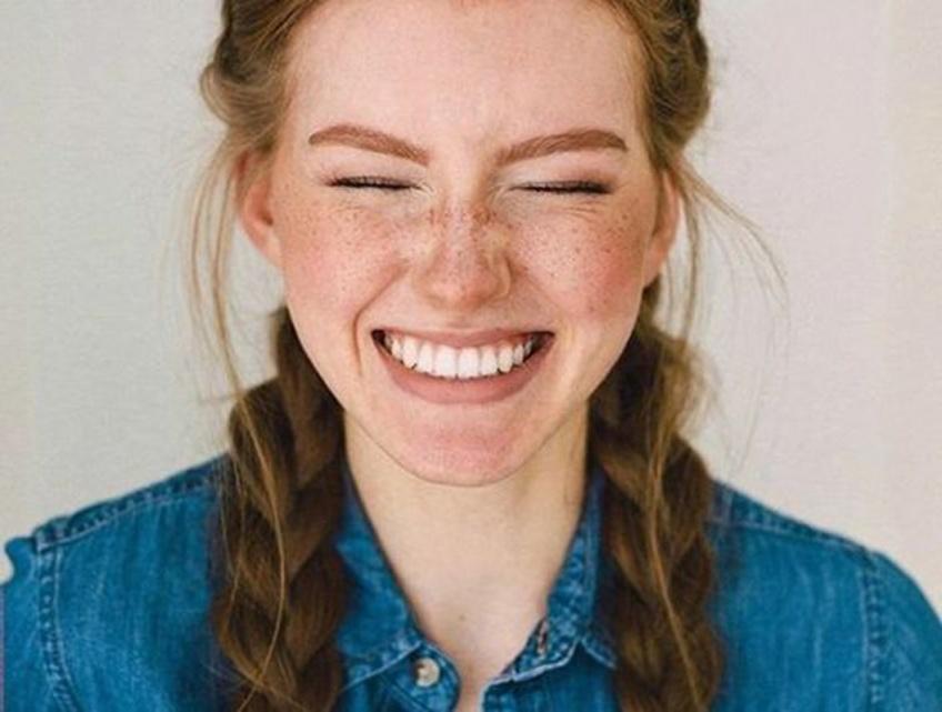 Des dents blanches pour un sourire parfait cet été !