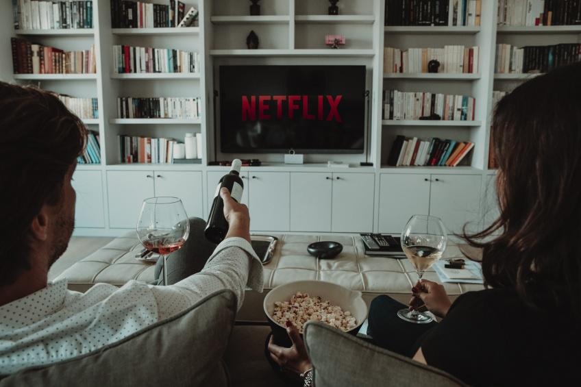 Netflix nuirait à notre vie sexuelle... et au taux de natalité !