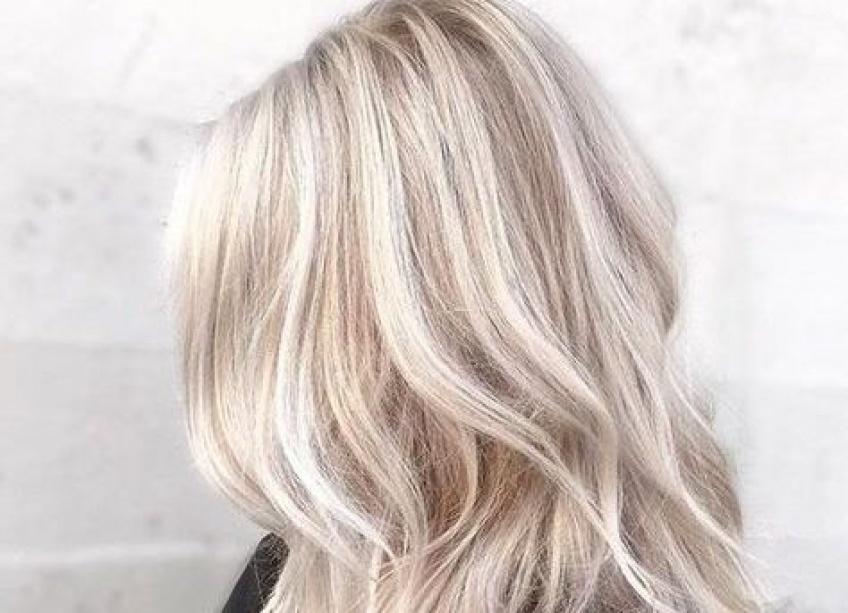 Une adolescente perd ses cheveux après avoir essayé de les décolorer !