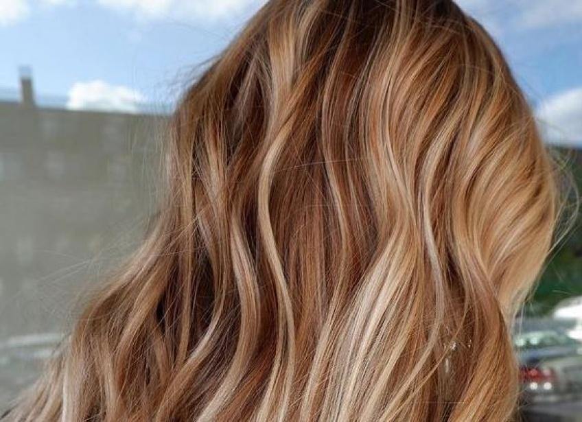 Chardonnay Blond Hair : la nouvelle tendance coloration qui affole les réseaux sociaux !