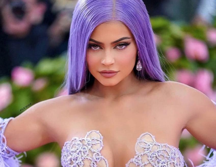 Kylie Jenner fait sensation à la soirée du Met Gala avec ses cheveux lavande !