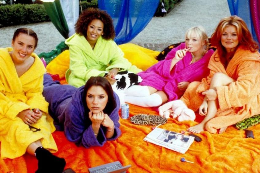 Vous pouvez passer la nuit dans le véritable bus de tournée des Spice Girls !