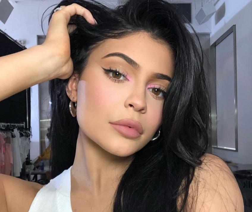 Une journaliste teste la gamme complète Kylie Skin et sa peau est transformée !