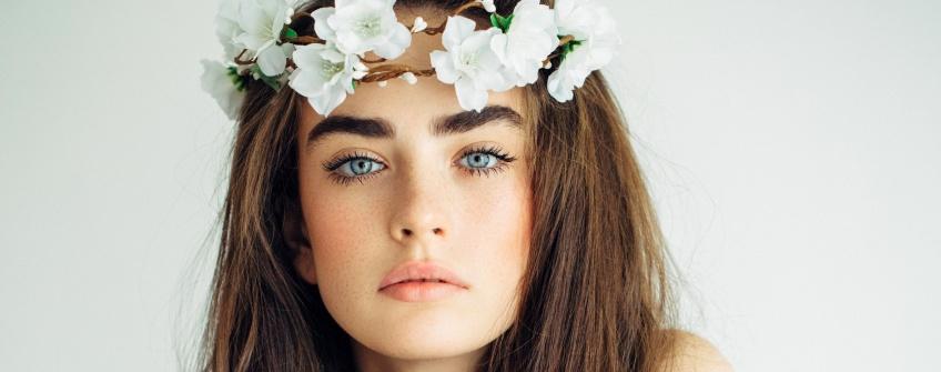 10 tutos maquillage pour sublimer les yeux bleus !