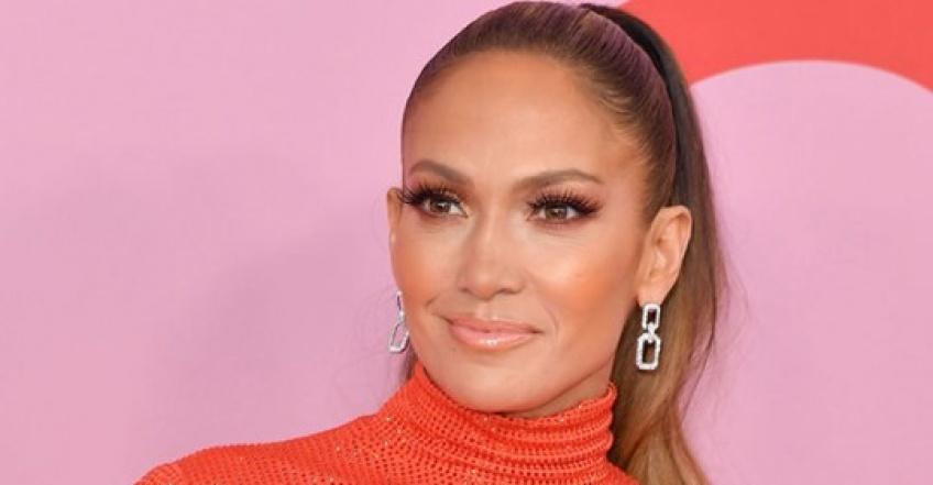 Jennifer Lopez le confirme : la coupe courte est la tendance de l'année !