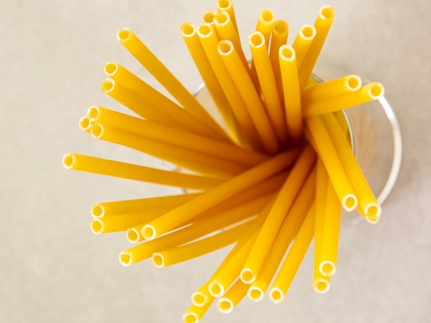 Des pailles en pâtes dans les bars italiens pour lutter contre le plastique