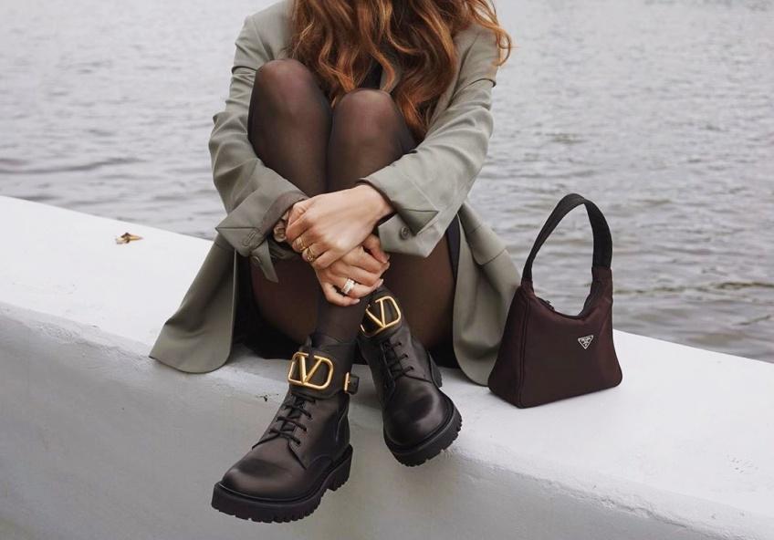 chaussures à grosses semelles contre la pluie