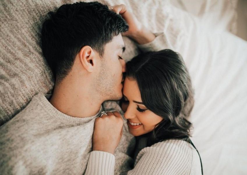 Dormir avec un partenaire qui ronfle réduirait notre espérance de vie...
