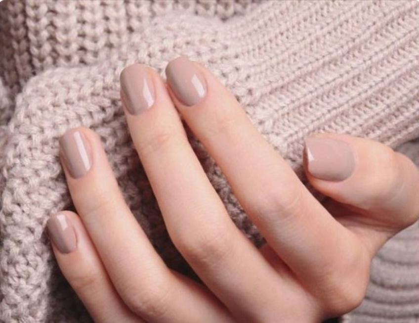 Elle explique comment elle a arrêté de se ronger la peau des ongles !